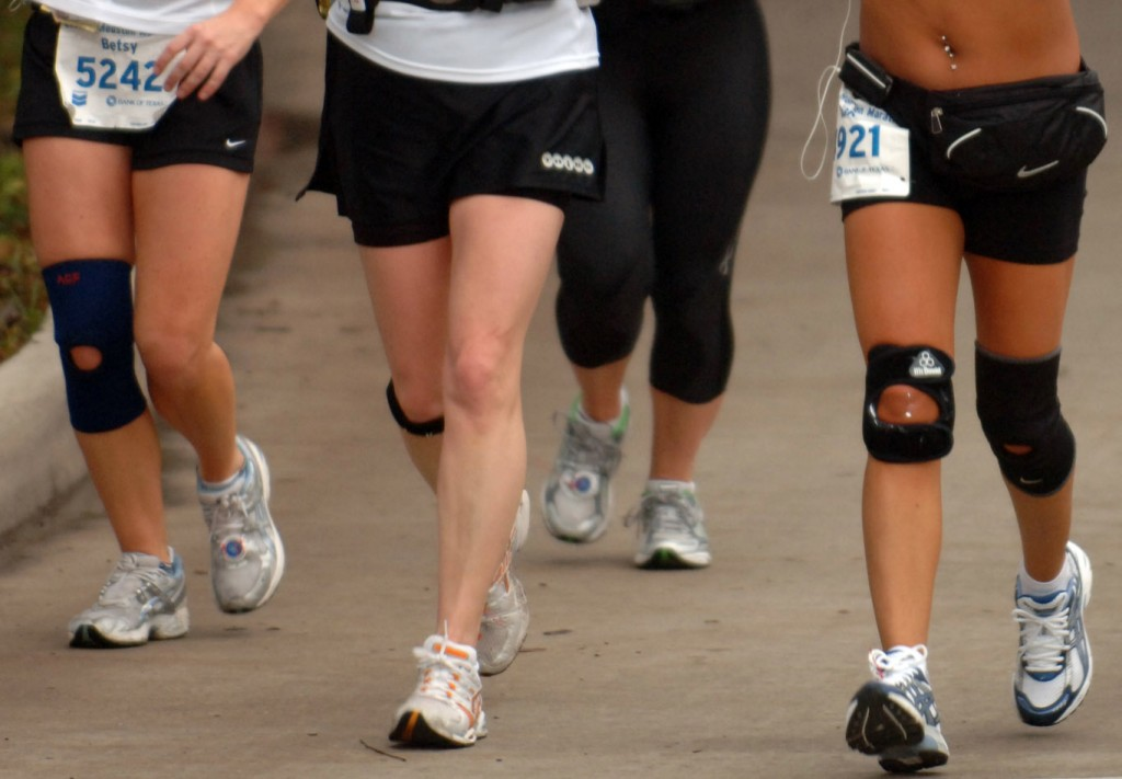 Las lesiones de rodilla como la tendinitis rotuliana, la rodilla del corredor u otras como la fascitis plantar son muy comunes entre corredores.